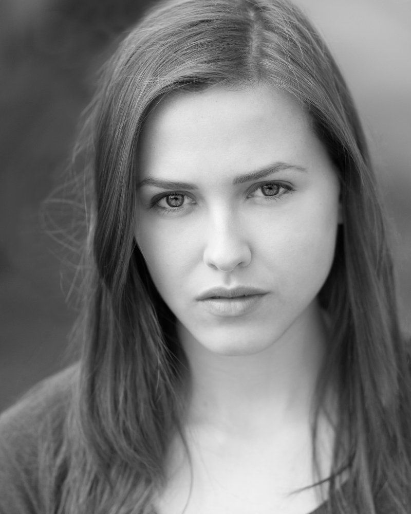 All about celebrity Elinor Crawley! Watch list of Movies