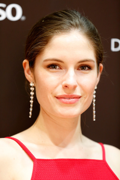 All about celebrity Olivia Grace Applegate! Watch list of ...
