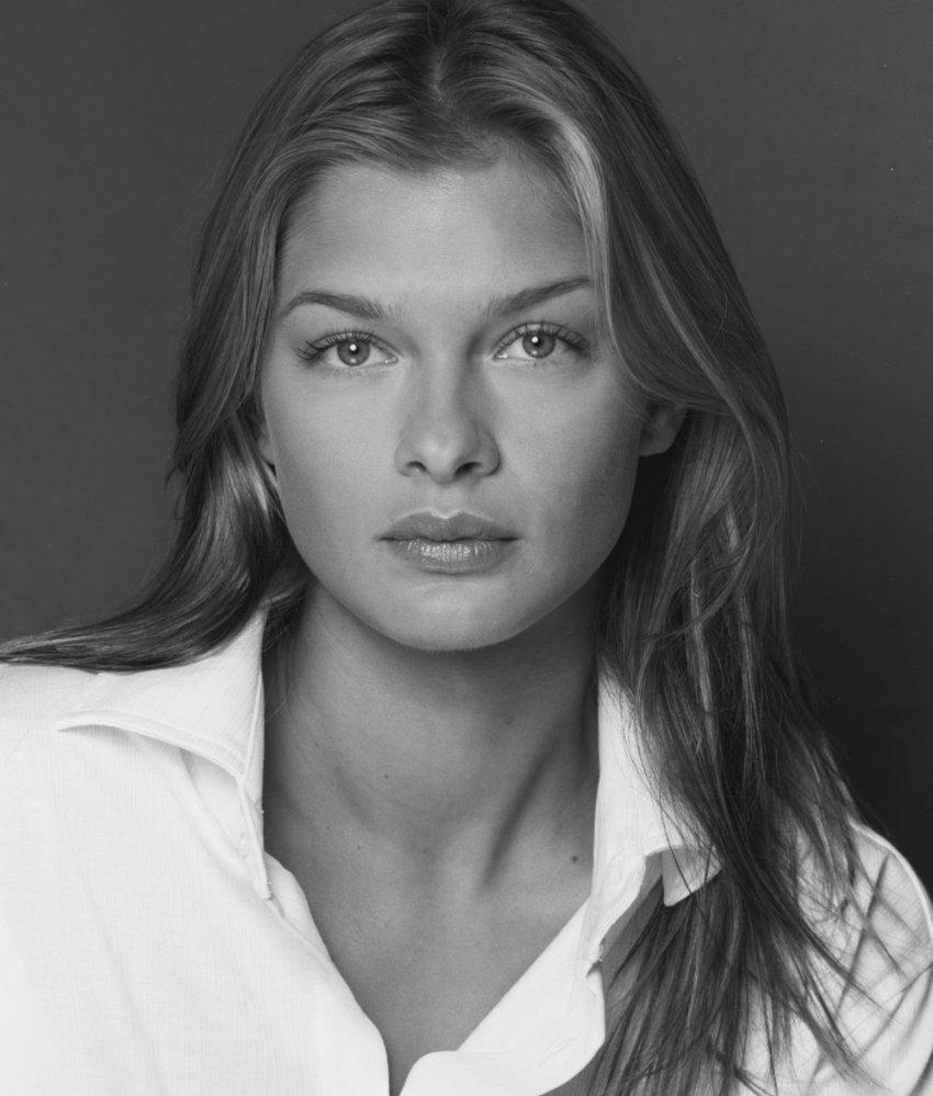 Karolina Muller Nude Photos 22