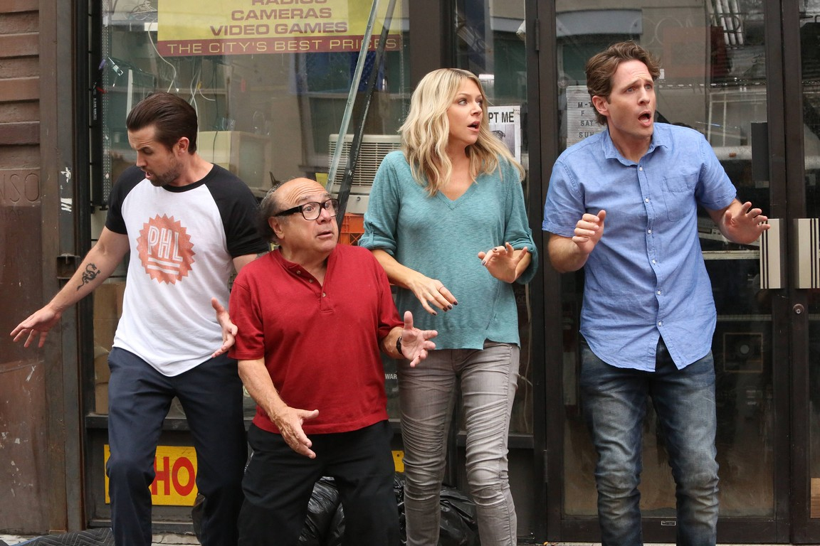 Its Always Sunny in Philadelphia - Season 12 Episode 01: The Gang Turns Black