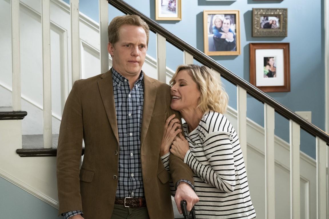 Modern Family - Season 10 Episode 04: Torn Between Two Lovers