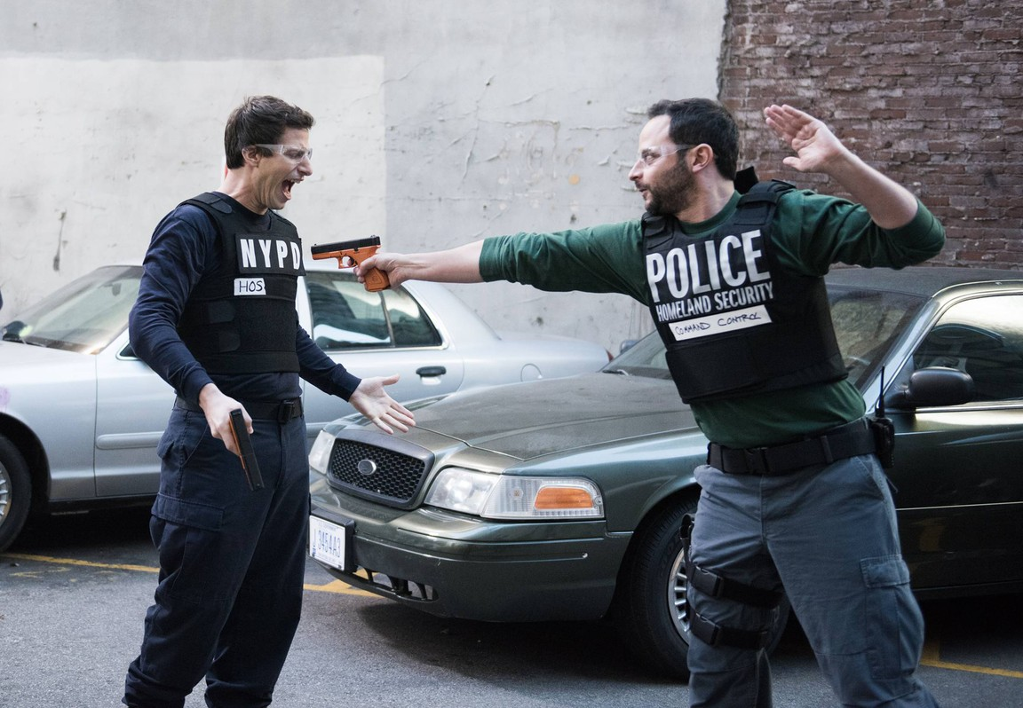 Brooklyn Nine-nine - Season 2 Episode 15: Windbreaker City