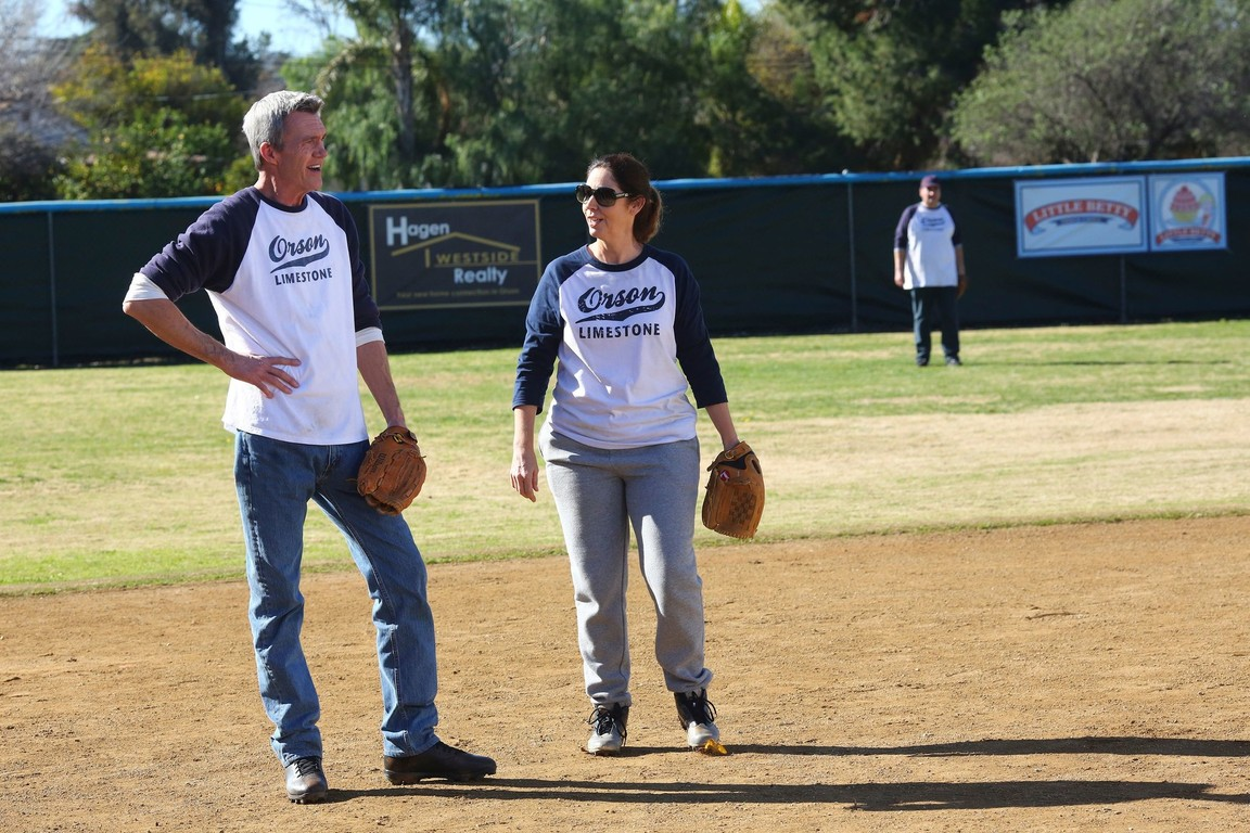 The Middle - Season 8 Episode 16: Swing and a Miss