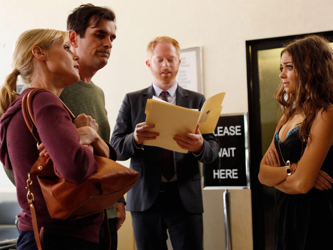 Modern Family - Season 4 Episode 07: Arrested