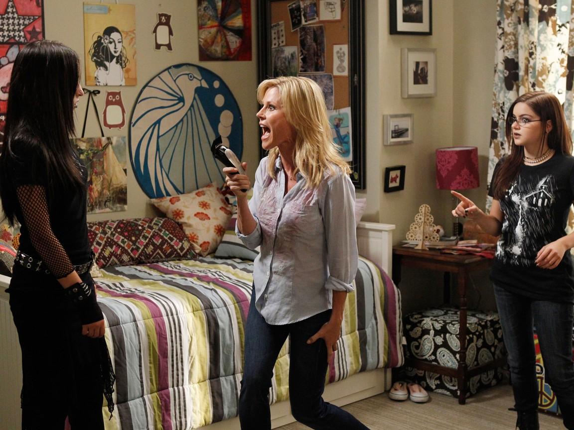 Modern Family - Season 4 Episode 03: Snip