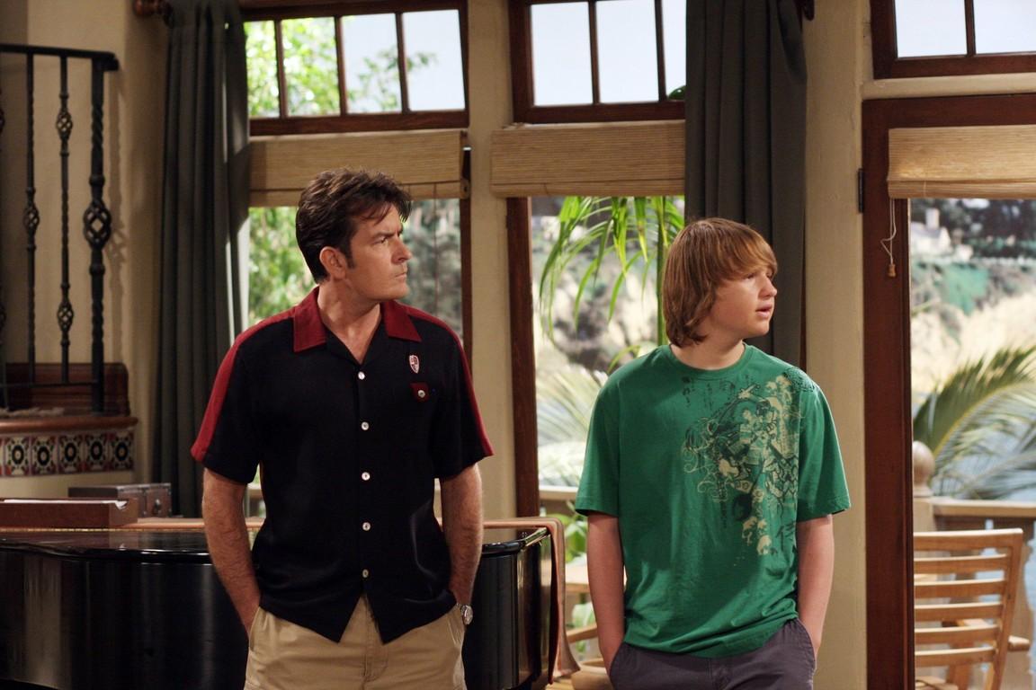 Two and a Half Men - Season 7 Episode 03: Mmm, fish. Yum.