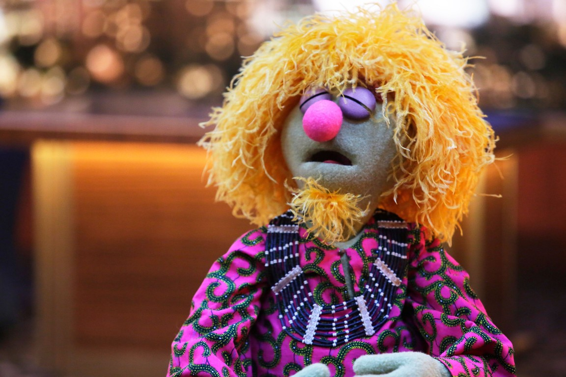 The Muppets - Season 1 Episode 07: Pig's in a Blackout