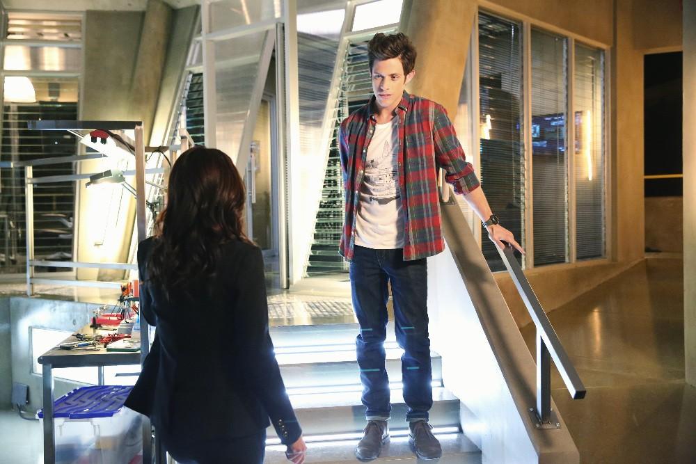 Stitchers - Season 1 Episode 01: A Stitch in Time