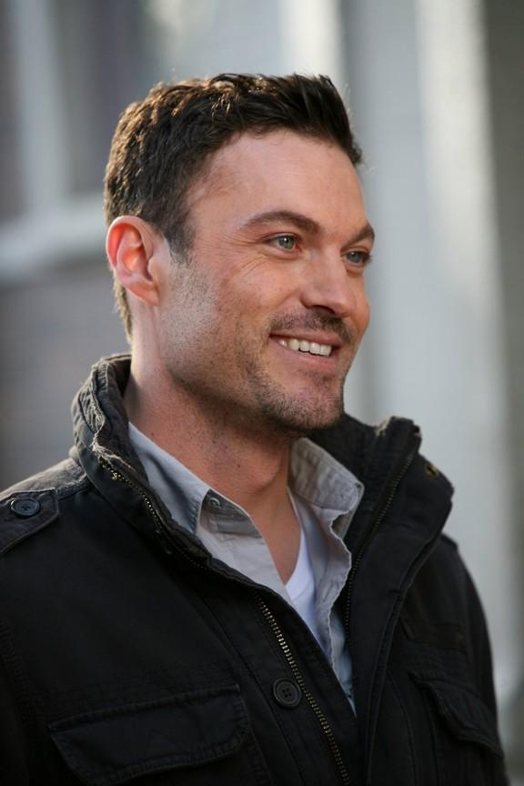 Smallville - Season 9 Episode 18: Charade