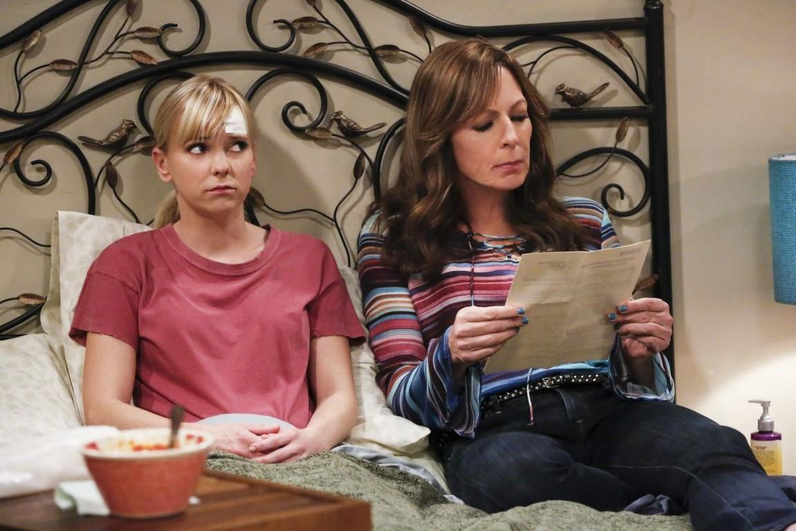 Mom - Season 4 Episode 16: Martinis and a Sponge Bath