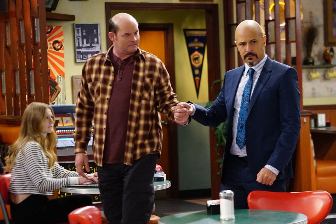 Superior Donuts - Season 1 Episode 09: Get It, Arthur