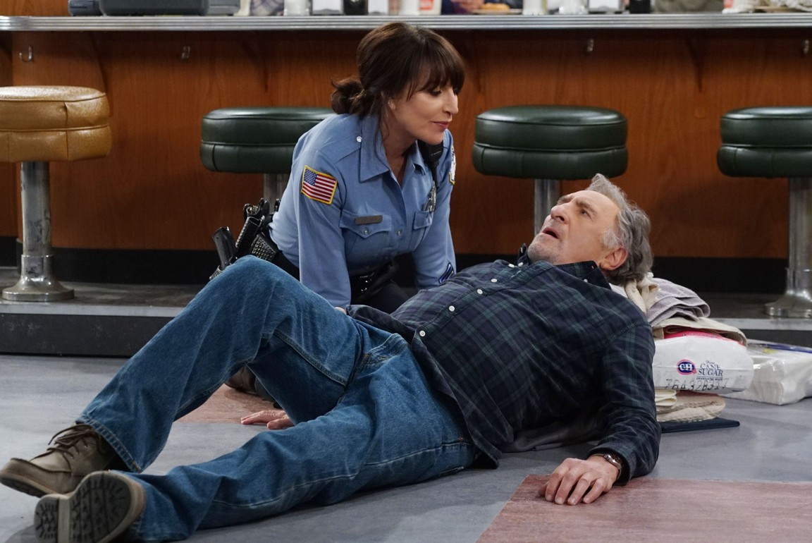 Superior Donuts - Season 1 Episode 08: Man Without a Health Plan