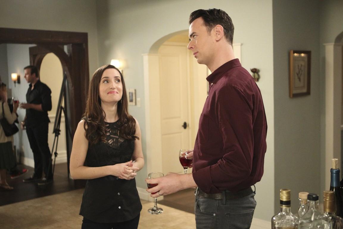 Life in Pieces - Season 1 Episode 22: Crytunes Divorce Tablet Ring