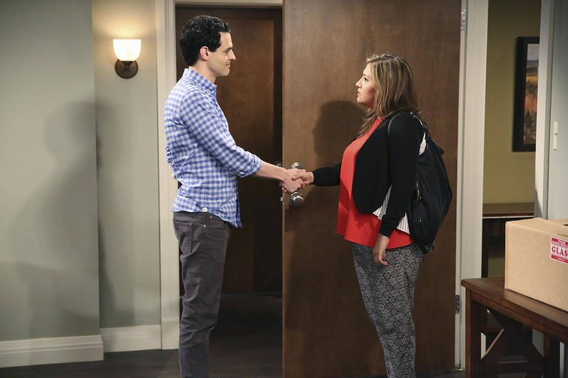 Cristela - Season 1 Episode 22: Movin' On Up
