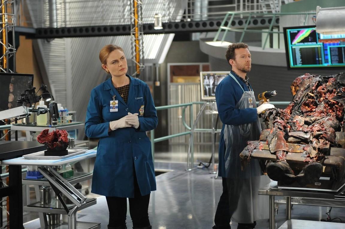 Bones - Season 9 Episode 24: The Recluse in the Recliner