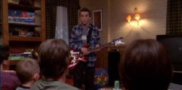 Malcolm in The Middle - Season 6 Episode 07: Hal Sleepwalks