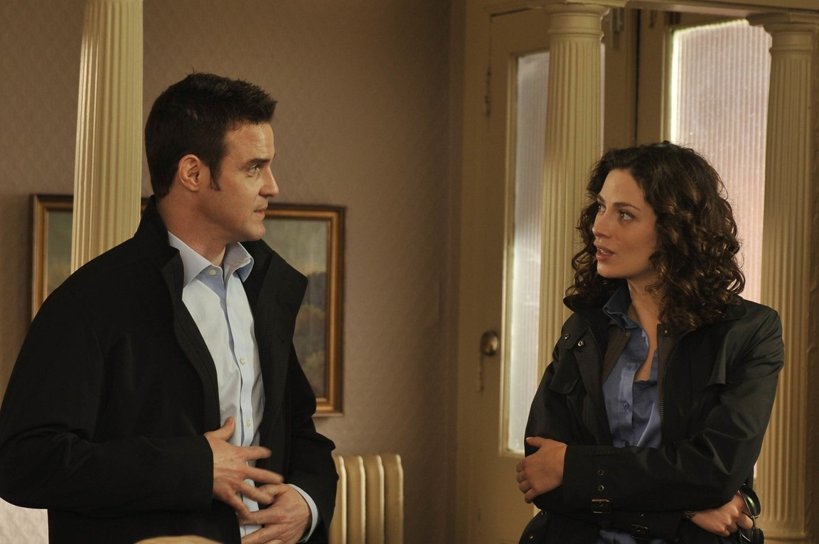 Warehouse 13 - Season 1 Episode 8: Implosion