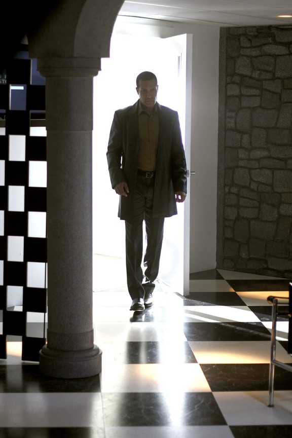 Smallville - Season 9 Episode 17: Upgrade