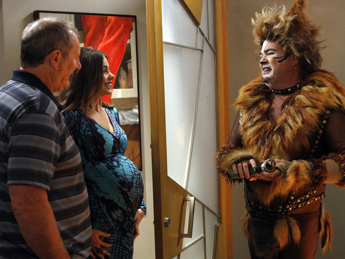 Modern Family - Season 4 Episode 09: When a Tree Falls