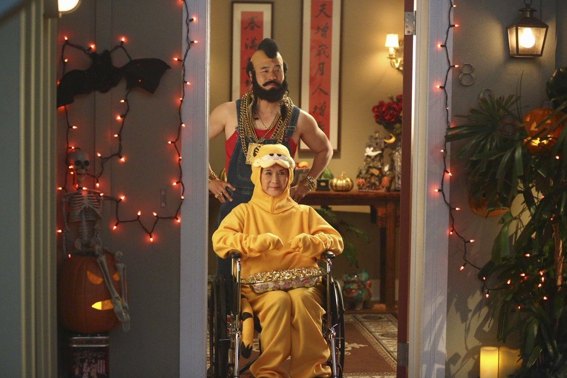 Fresh Off the Boat - Season 2 Episode 05: Miracle on Dead Street
