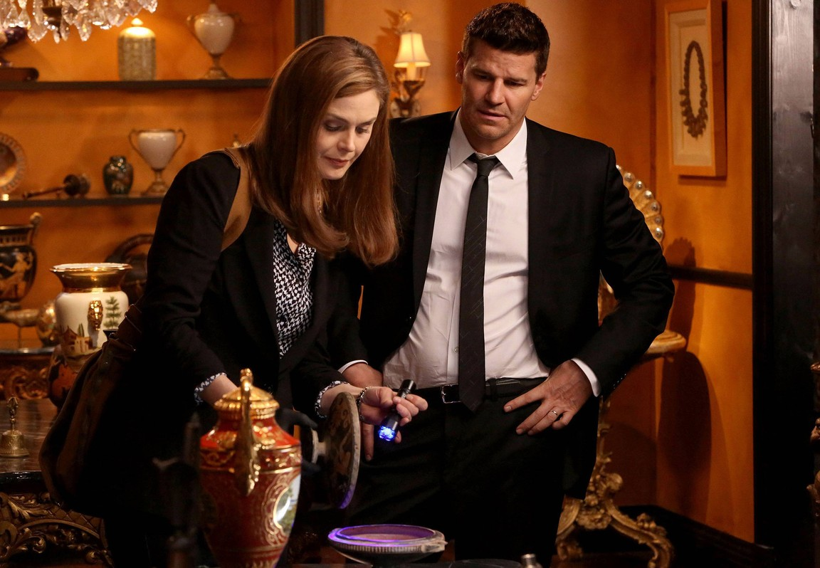 Bones - Season 9 Episode 19: The Turn In The Urn
