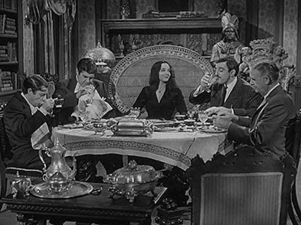 The Addams Family - Season 1 Episode 11: The Addams Family Meet the V.I.P.'s