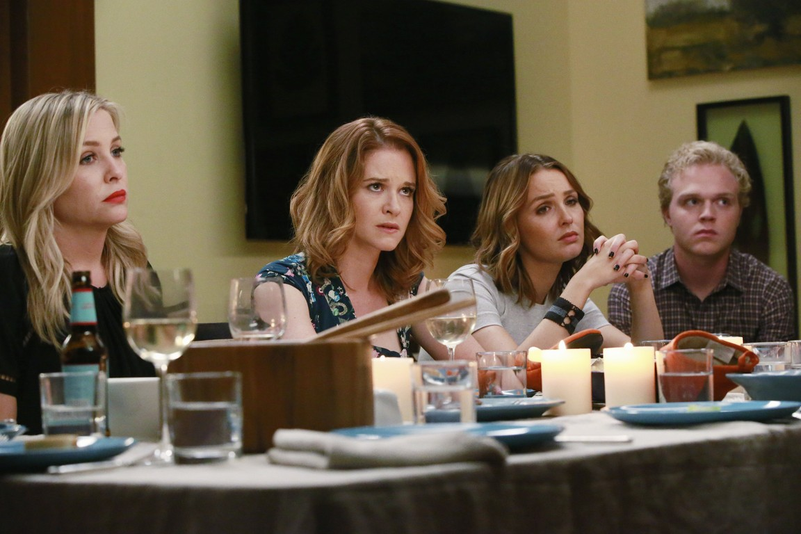 Greys Anatomy - Season 12 Episode 05: Guess Who's Coming to Dinner