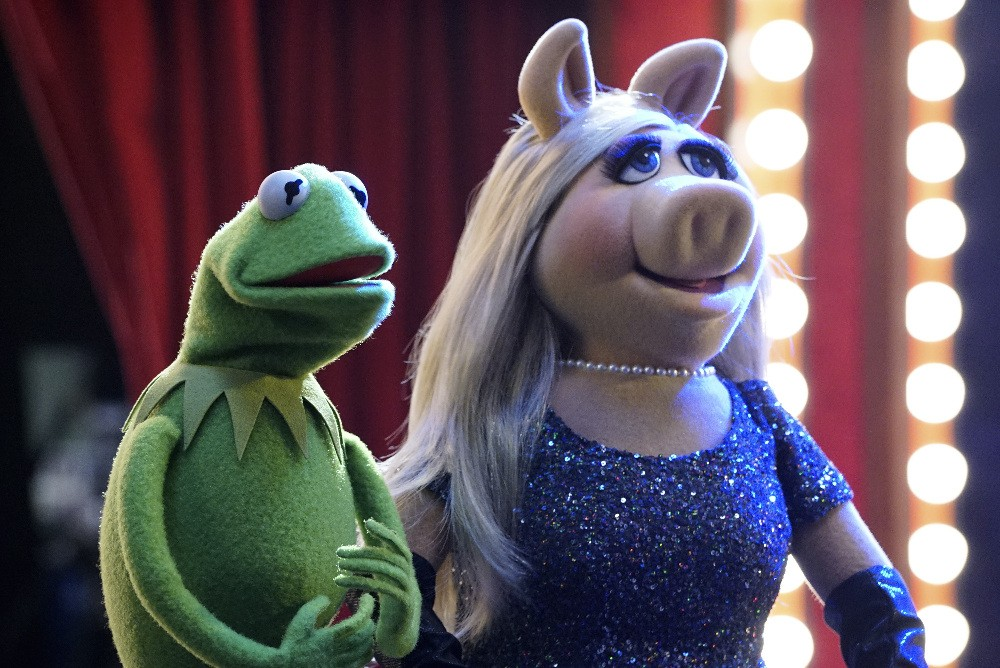 The Muppets - Season 1 Episode 01: Pig Girls Don't Cry
