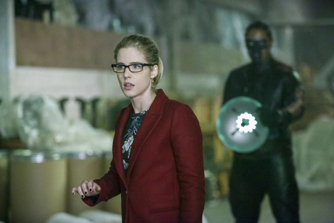 Arrow - Season 5 Episode 10: Who Are You?